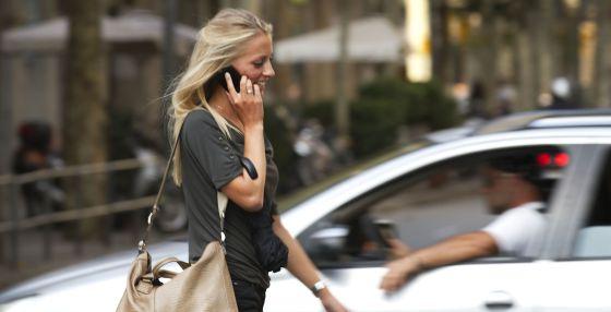 Consumo estudia actuar contra tres operadoras de telefonía móvil por sus cláusulas abusivas