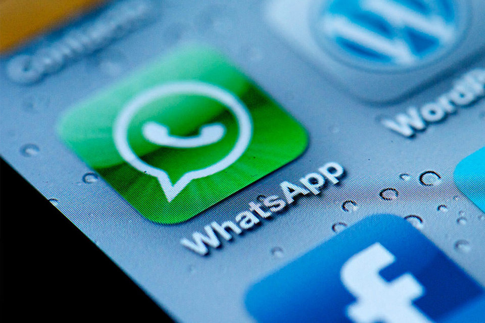 Los españoles se decantan cada vez más por Internet móvil para felicitar el año