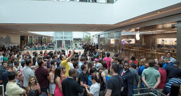 Abren primera tienda de Apple en Brasil
