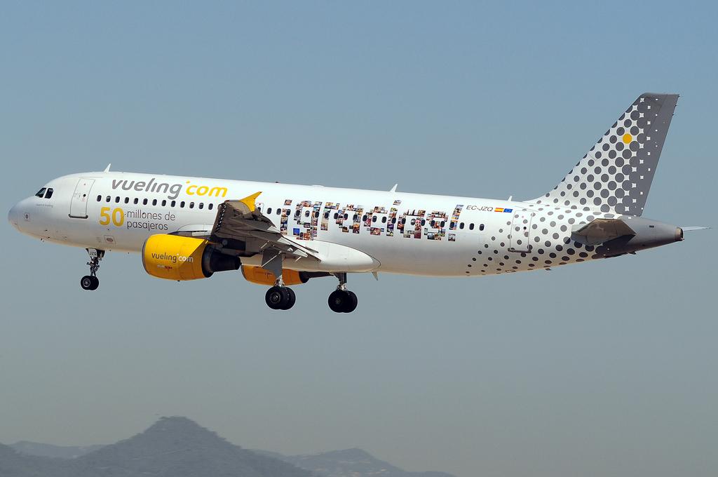 Iberia y Vueling ya permiten el uso de dispositivos móviles durante el vuelo