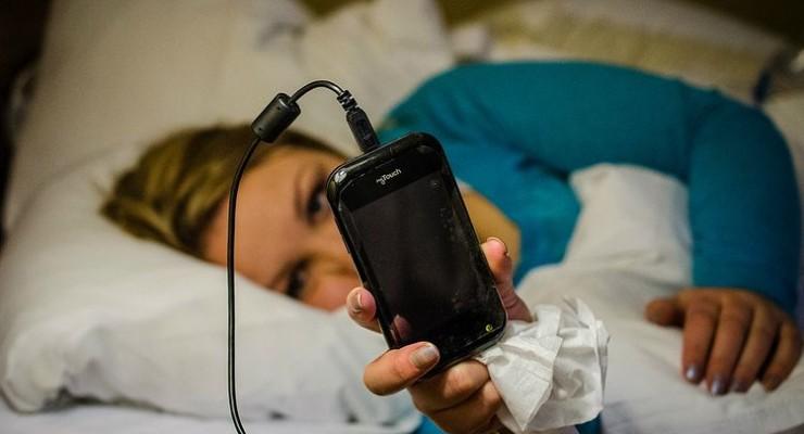 Consultamos nuestro smartphone para dormir