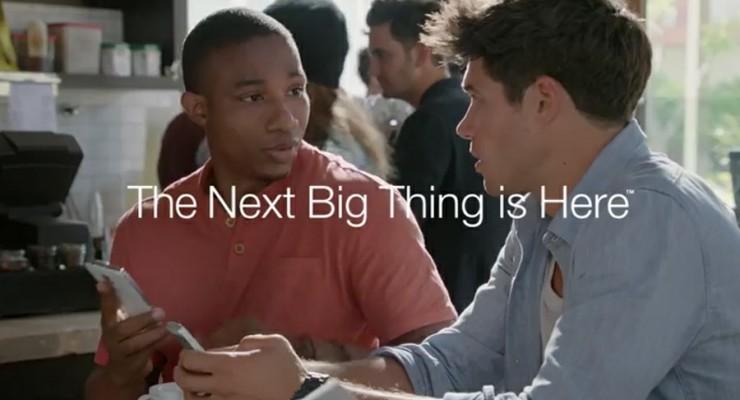 Samsung vuelve a burlarse del iPhone 6, esta vez del tamaño
