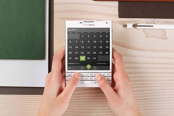 BlackBerry lo vuelve a intentar con Passport
