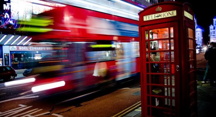 Londres transforma sus famosas cabinas telefónicas en cargadores de smartphones